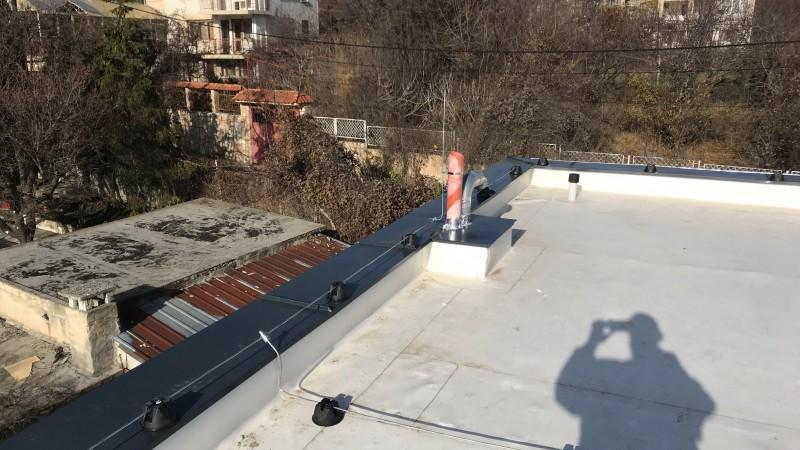 Конвенционална мълниезащита на плосък покрив- Диком ООД