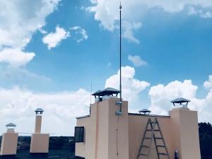 Монтаж на мълниезащита с мълниеприемник 20 микросекунди на сграда в гр. Генерал Тошево